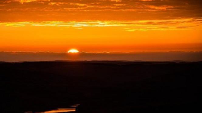 Matahari Terbit Dari Utara, Paksi Bumi Condong 23.5 Darjah