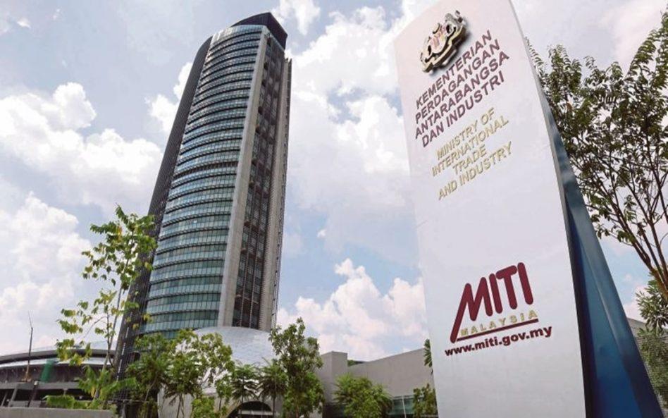 Pertengkaran diantara menteri tercetus selepas MITI benar 95,000 syarikat beroperasi