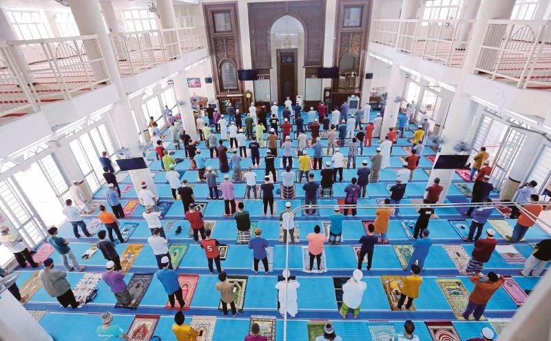 Perlis benarkan solat jemaah di masjid mulai esok